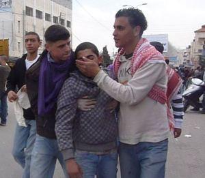 Dreng syg af tåregas