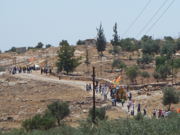 Buldozer heading to fence in Bil'in