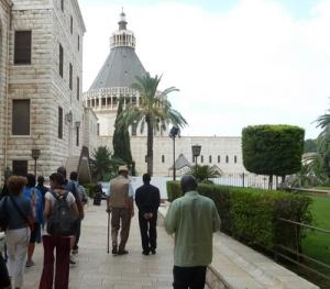 Turister ved Bebudelseskirken i Nazareth