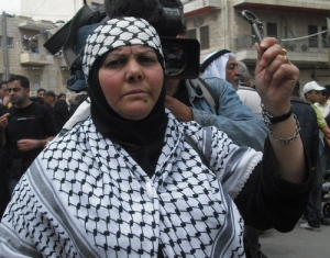 Palestinian woman with key symbolizing 'Right to return'