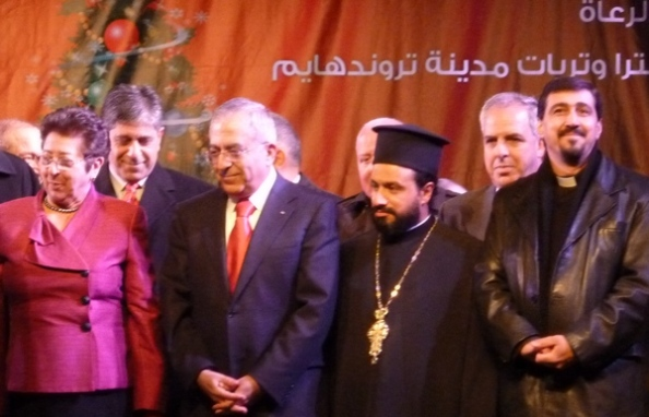 Salam Fayyad og Ramallahs præster tændte sammen byens juletræ