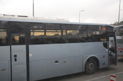 kønsopdelt bus ved checkpointet ved Jerusalem