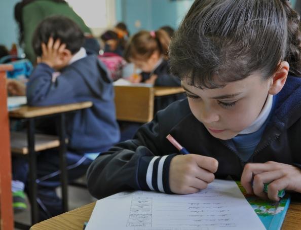 Børnene i 2. klasse på Ramallahs græsk-ortodokse skole koncentrerer sig