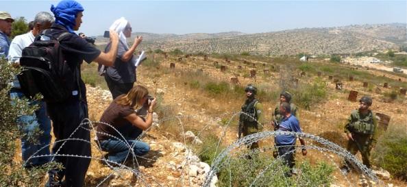 Journalister in Beitala konfronteres af israelske soldater
